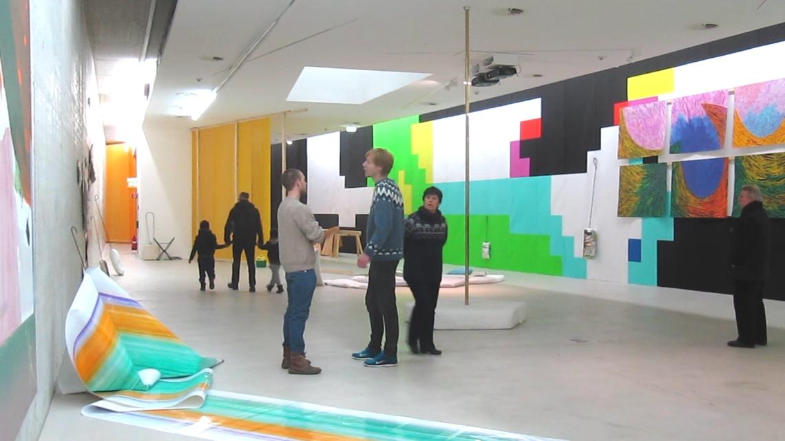 """""""Museumsgespräch"""", 2014, permanente Live-Performance, während der 3-monatigen Ausstellung Tau im KIT - Kunst im Tunnel, Düsseldorf, 2014"""