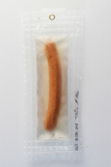 """01/34, """"Schönes Würstchen I"""", 26x11cm, Bockwurst, Wasser aus dem Tauchcontainer, Folie und Nieten"""