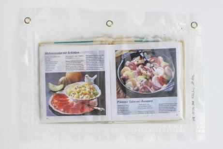 """15/34, """"Salatbuch"""", 34x45cm, bedrucktes Papier, Wasser aus dem Tauchcontainer, Folie und Nieten"""