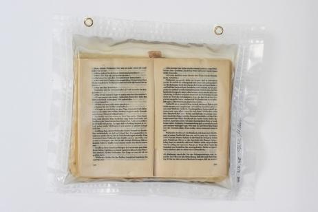 """16/34, """"Wallander"""", 32x37cm, bedrucktes Papier, Wasser aus dem Tauchcontainer, Folie und Nieten"""