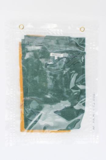 """19/34, """"T-Shirts"""", 41x33, Baumwolle, Wasser aus dem Tauchcontainer, Folie und Nieten"""