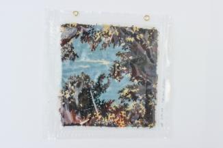 """31/34, """"Ausblick ins Blaue"""", 37x37cm, Baumwolle, Wasser aus dem Tauchcontainer, Folie und Nieten"""