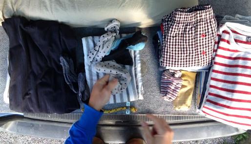 Beim Wäsche Zusammenlegen